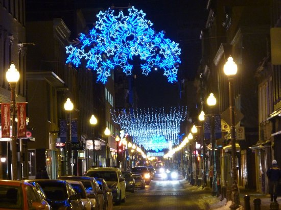 Quartier Saint-Roch : rue Saint-Joseph in December