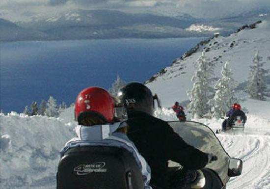 South Lake Tahoe, Californië: Snowmobiling at the Top - Zephyr Cove Snowmobile Center
