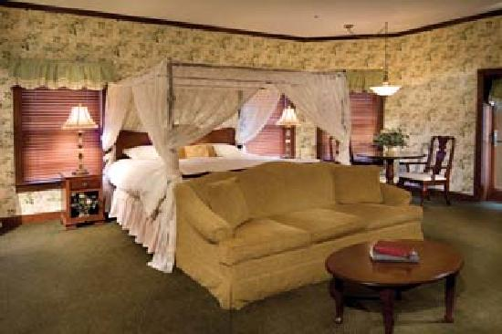 Sugarcreek, Οχάιο: Deluxe Executive Room with Canopy King Bed