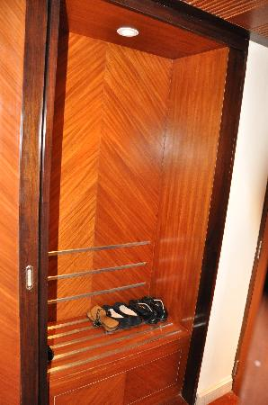 Vivanta by Taj - President, Mumbai: shoe/luggage shelf