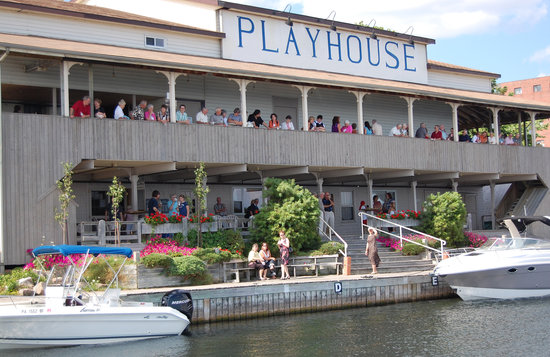 Gananoque, Kanada: Thousand Islands Playhouse sits on the banks of the St. Lawrence River