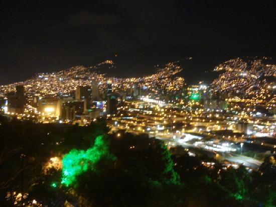 Cerro Nutibara: 丘の上からのメデジン市内
