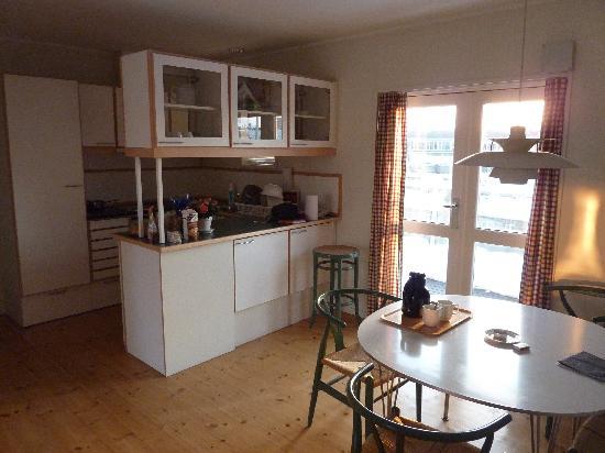 Great Ascot Apartments: Appartement Luxe: Cuisine Et Côté Repas Gallery