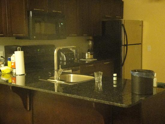 Living Stone Golf Resort: Kitchen