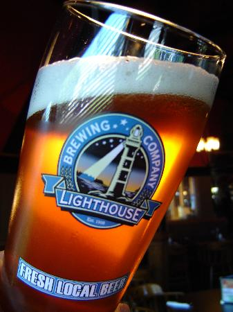 Colwood Cross Roads Bar & Grill: Largest selection of Island brewed craft beers on tap!