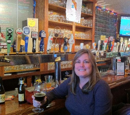 Sharp Edge Beer Emporium : enjoying the pour