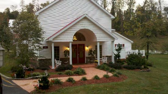 Pleasant View Farm Bed and Breakfast Inn: House entrance