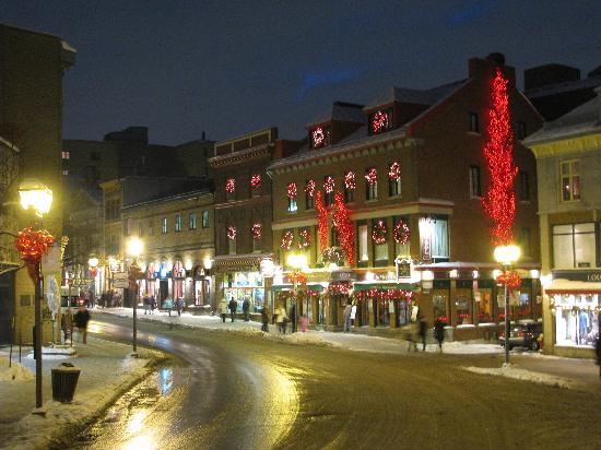 Hotel du Vieux-Quebec : Hotel decorated for the holidays