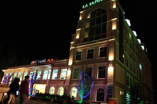 La Sapinette Hotel Dalat: Hotel with the shopping mall