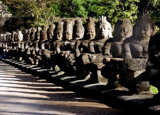 Apsara Holiday Hotel: Entrance of Angkor