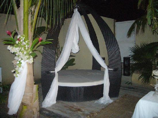 Posada Libert Hotel: Area lounge en la piscina Libert Hotel