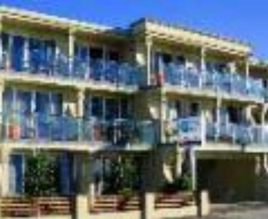 Pebble Beach Motor Inn Thumbnail