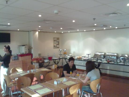Highland City Hotel: Breakfast buffet, January 2011