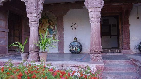 Chandelao Garh: Looking into restaurant area