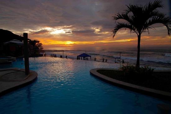 Kahuna Beach Resort And Spa Sunset At