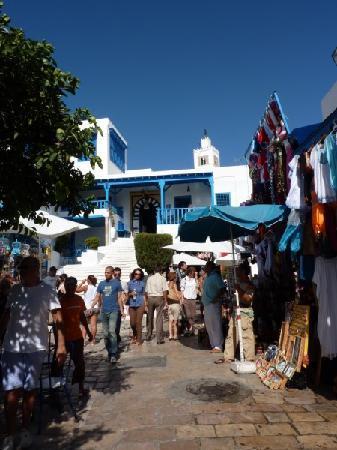 Sidi Bou Said, Tunisie : Souvenirläden und Café des Nattes