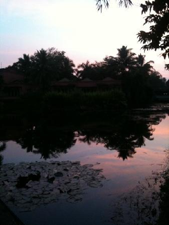 The Leela Goa : sunset on the Lagoon