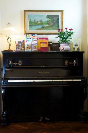 Aramis Rooms: The Piano