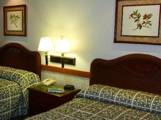 82ec2f20531 ... Nice frames on the walls. Ka anapali Beach Hotel  our comfortable room