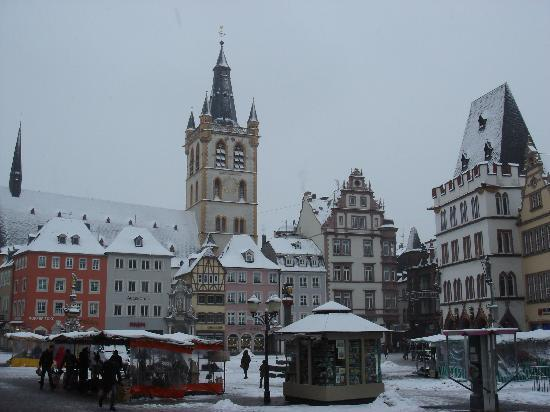 Snow in Trier, Hauptmarkt, Dec 2010