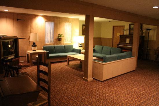 Grey Bonnet Inn : Family room