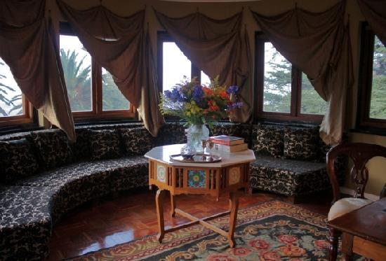 Northcliff Manor Guest House: On-suite Lounge Bedr.1