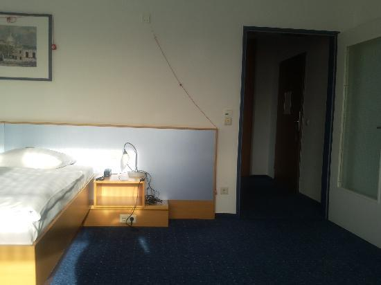 Global Inn: Zimmer