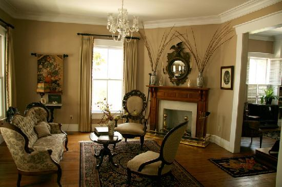 Lois Jane's Riverview Inn: Sitting room