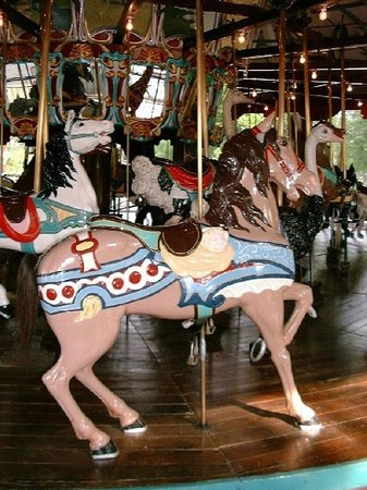 Burlington, Carolina del Norte: Dentzel Menagerie Carousel at City Park