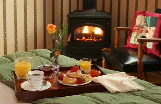 The Lafayette Inn: Breakfast in bed