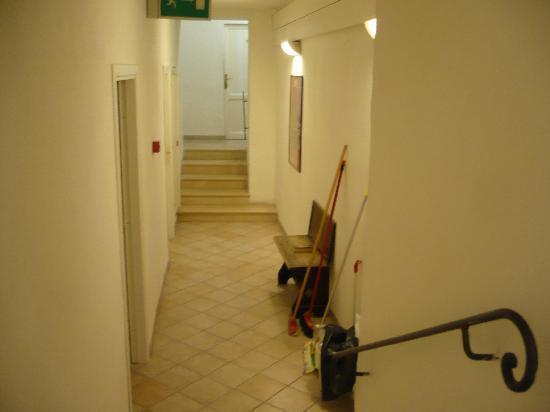 Albergo Cannon d'Oro: Pasillo del Hotel que conduce al comedor