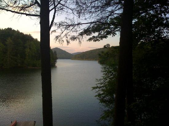 Glenville, Carolina del Norte: A calm evening at the Lake