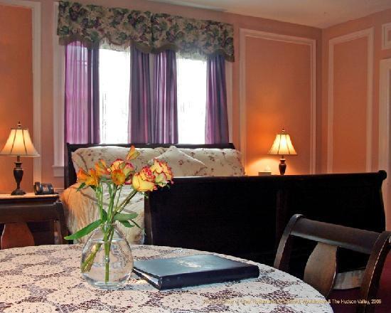 Crabtree's Kittle House Restaurant & Inn : Room 2J