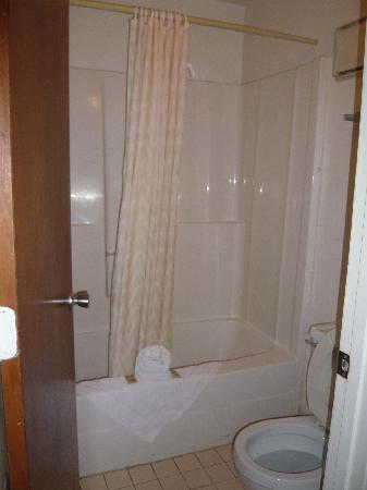 Knights Inn Kissimmee: El Baño