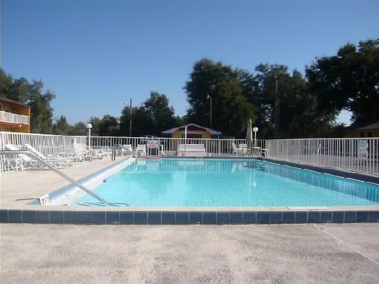 Knights Inn Kissimmee: La Piscina
