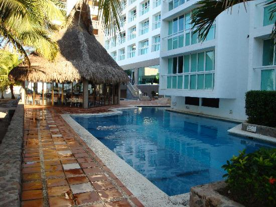 Hotel Villa Varadero: One of the pools
