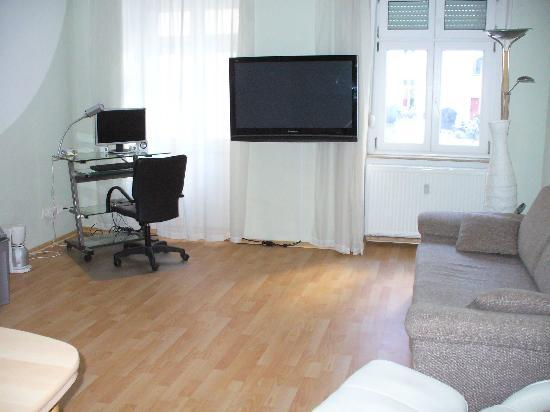 City Room Berlin: Living room with kitchenette