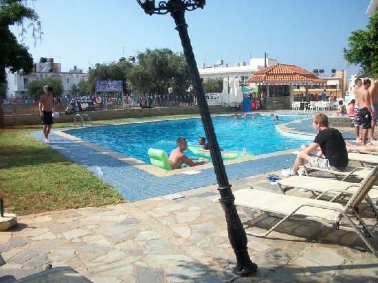Hotel Hermes: Pool Area (Squint lamp lol)