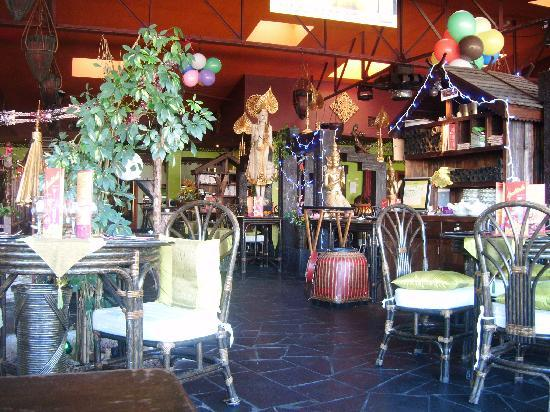 Konfusius: comedor con mucha decoración