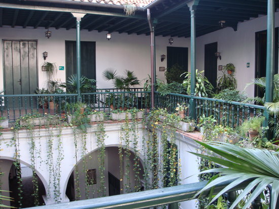 Hostal Valencia: view of courtyard from second floor