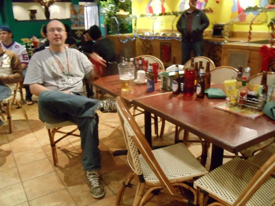 Checkered Parrot Bar & Grill: The table