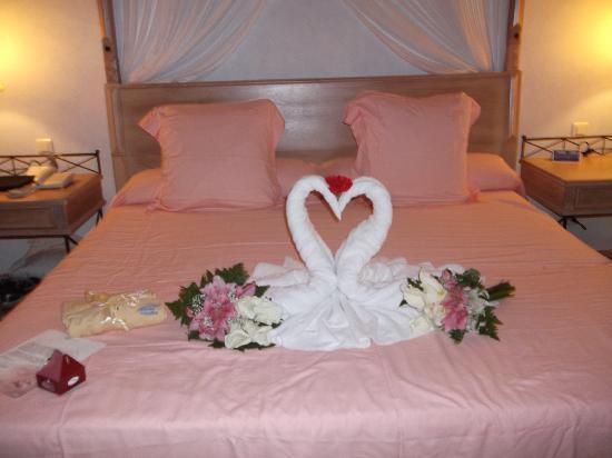 Chambre nuit de noce - Picture of Melia Las Dunas, Cayo Santa Maria ...