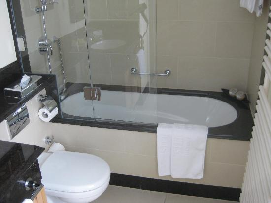 Steigenberger Grandhotel Belvedere: bathroom