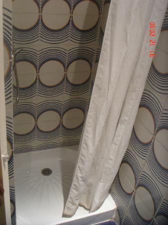 Vintage Hostel: Shower stall
