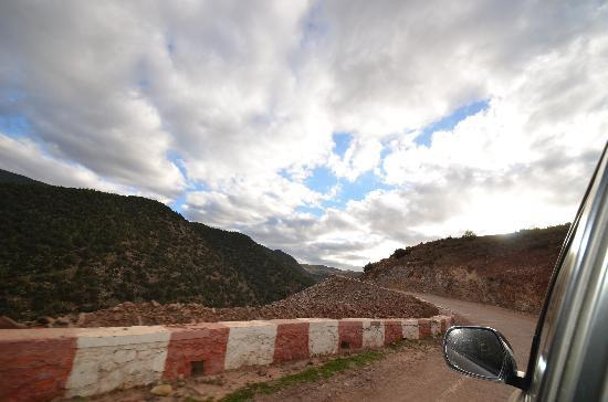 Kasbah Tamadot : The roads to the Kasbah are a bit rough.. :)