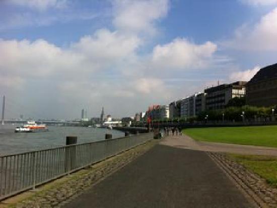 Düsseldorf, Deutschland: ライン川沿い