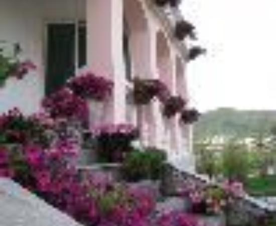 Leyou Holiday Villa Thumbnail