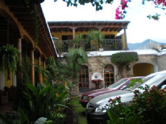 Hotel Casa de Las Fuentes: Parking view