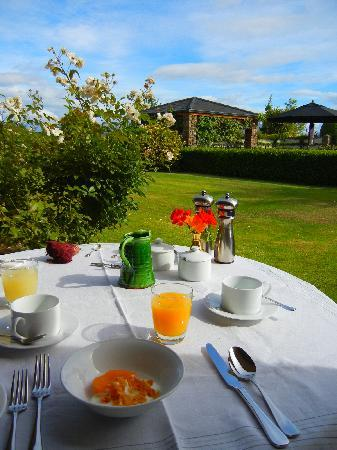 Lime Tree Lodge: Al Fresco breakfast