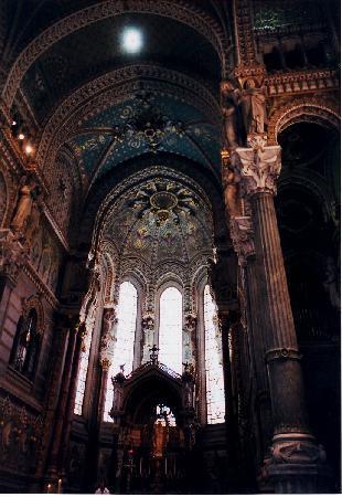 Basilique Notre Dame de Fourviere: 教会内部